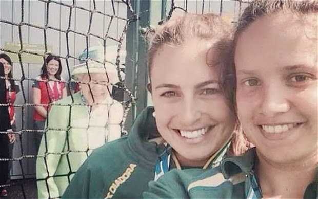 Commonwealth Games: The Queen 'photobombs' Australia hockey's Jayde Taylor's selfie