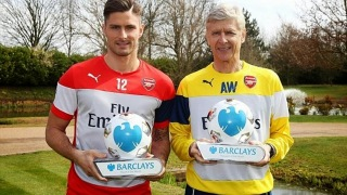 Arsenal's Arsene Wenger and Olivier Giroud Receive Awards