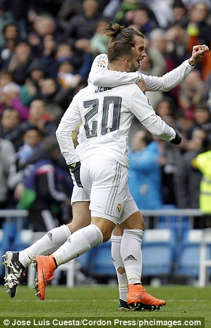 Why Gareth Bale Is Playing With Holes In His Socks (Photos) .